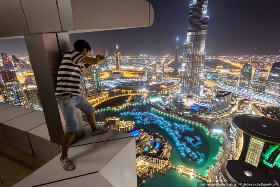 dubai-view-from-building-rooftops-0