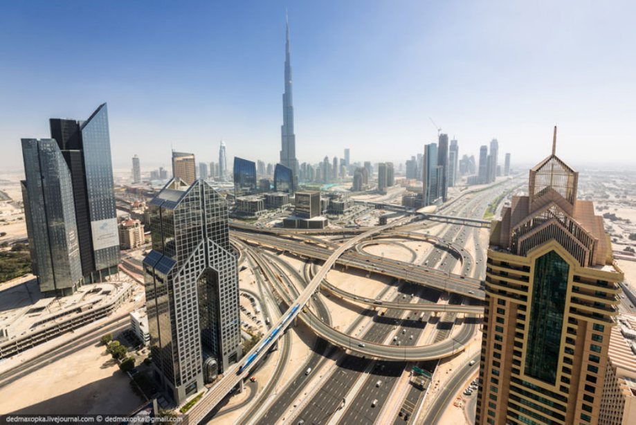 dubai-view-from-building-rooftops-1