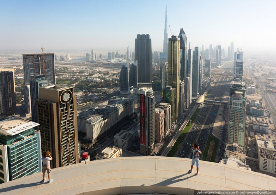 dubai-view-from-building-rooftops-17