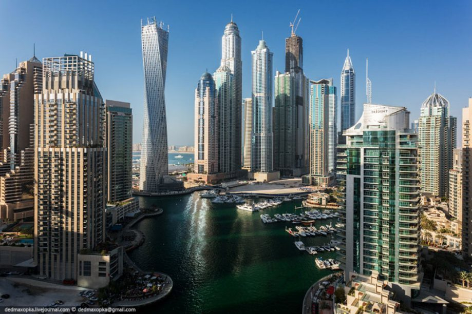 dubai-view-from-building-rooftops-2