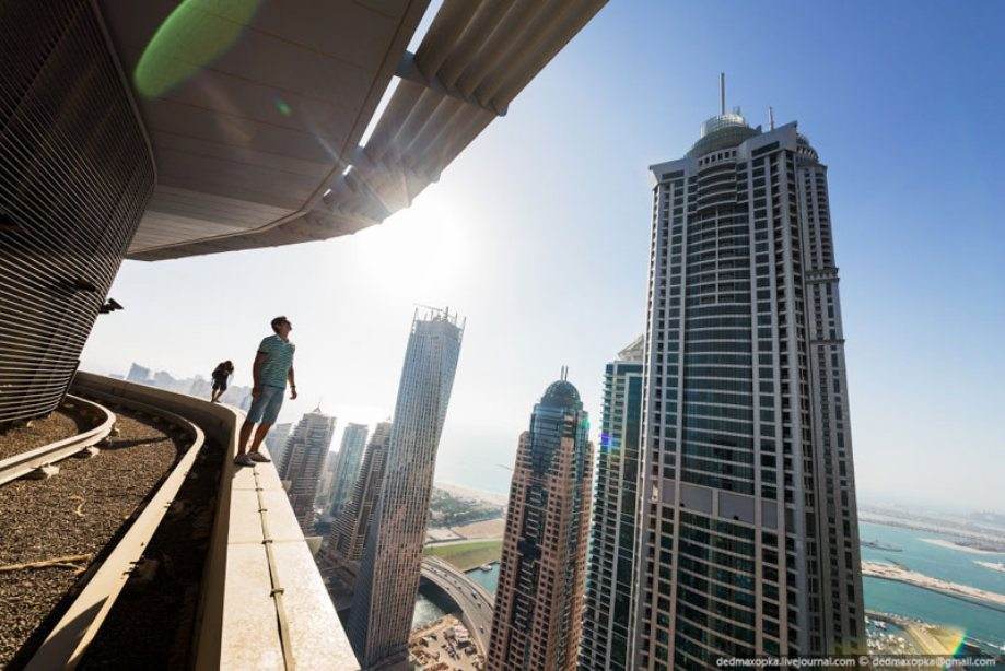 dubai-view-from-building-rooftops-3