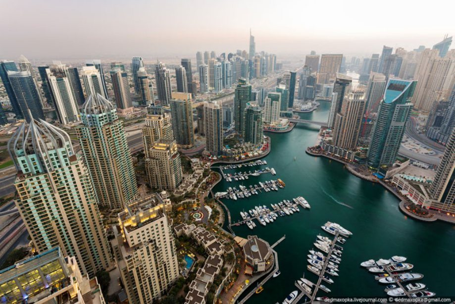 dubai-view-from-building-rooftops-4