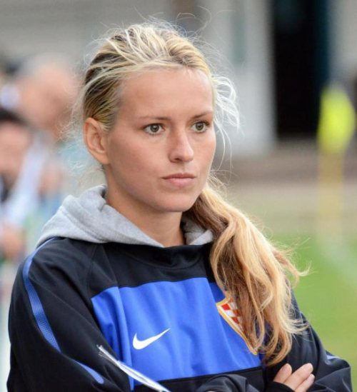tihana-nemcic-modelo-entrenadora-futbol-11