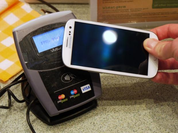 samsung-galaxy-s4-Vs-iphone-5s-NFC