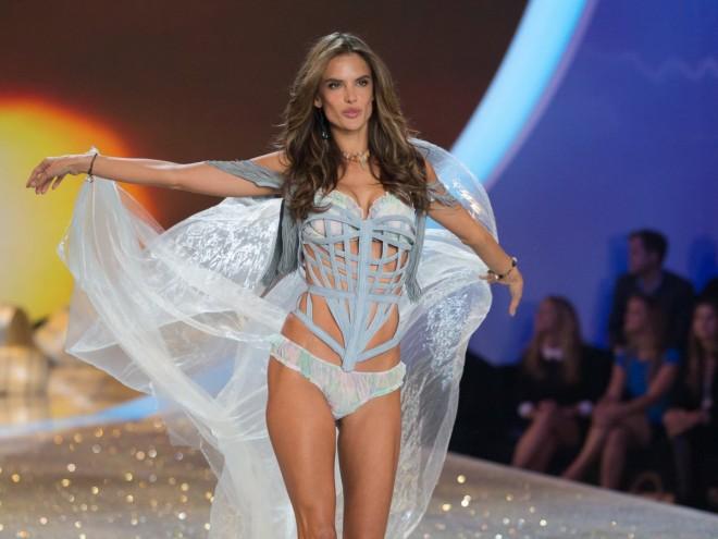Victoria-Secret-fashion-show-2013-alessandra-ambrosio