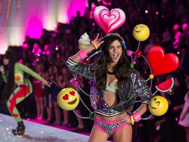Victoria-Secret-fashion-show-2013-emoticons