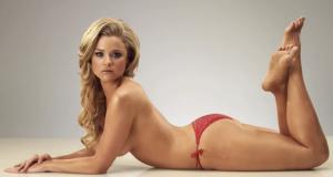 Video: Sexy modelo se transforma en Santa Claus.