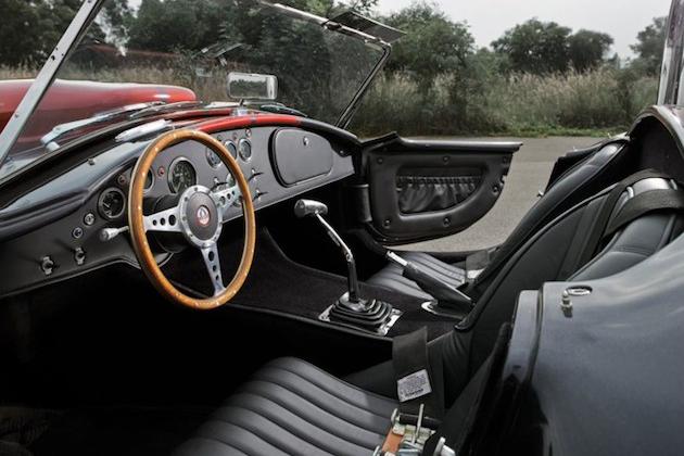 WEINECK COBRA 780 poderosa replica del Shelby Cobra