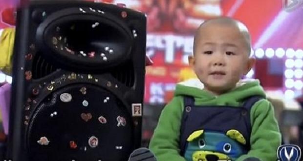 Niño de 3 años cautiva al mundo en nuestro video viral de la semana
