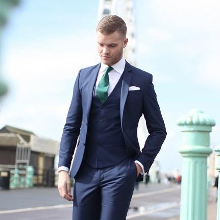 6 Errores que los hombres cometen al comprar un traje