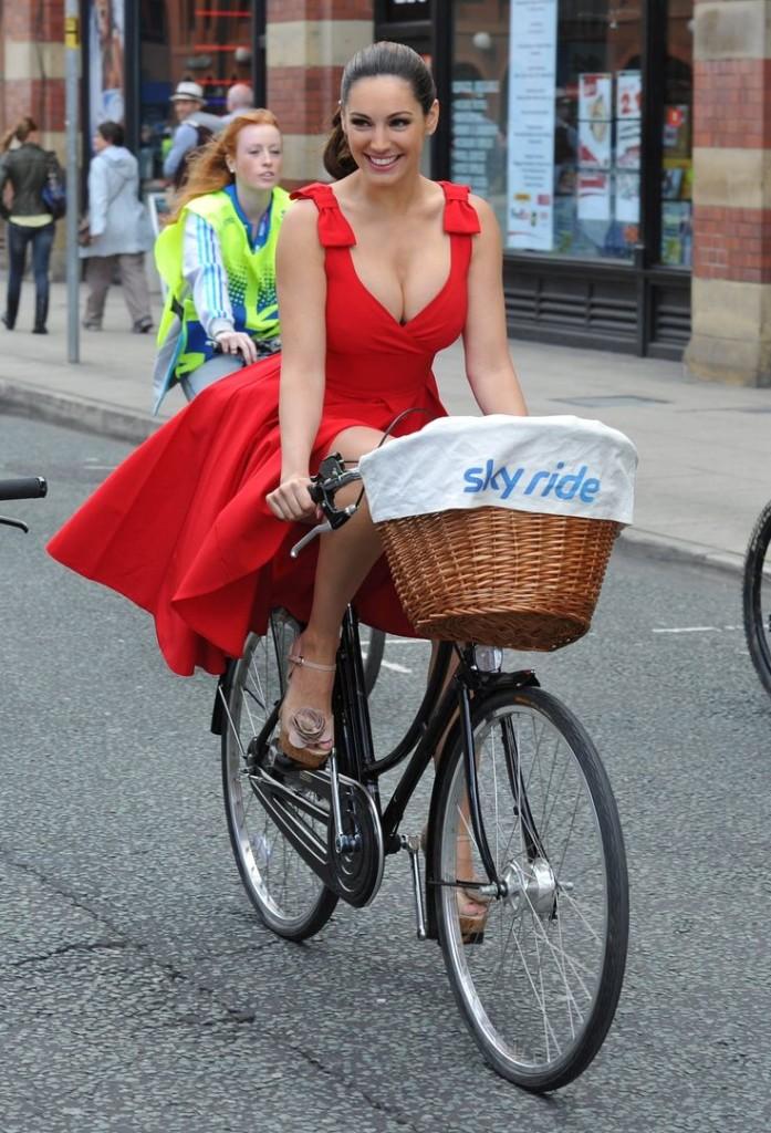 POPUHITS SEMANAL!! - Página 6 Fotos-de-chicas-en-bici-sexy-697x1024
