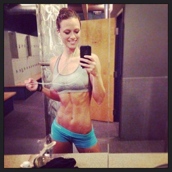 Ejercicios para abdominales, con las chicas del Gym