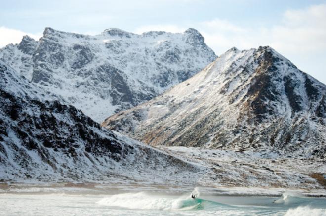 Increíbles fotos y video de Surf en el Círculo Ártico