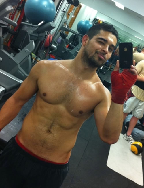 wilmer-valderrama-shirtless-pic-iphone