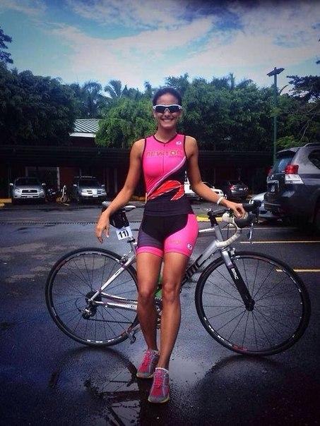 Las chicas del gym salen a entrenar en bicicleta