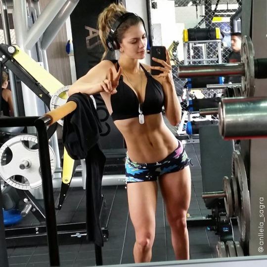 Las chicas del gym presentan @anllela_sagra