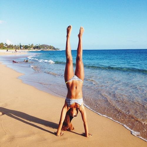 Las chicas del gimnasio saben lucir un bikini