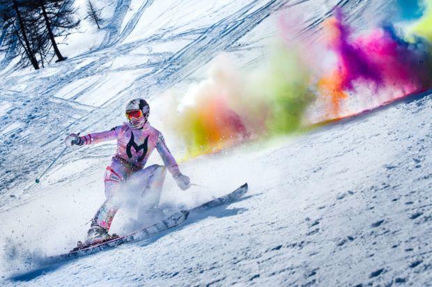 Impresionante descenso en skii lleno de colores