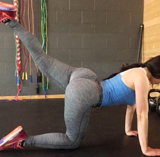 Las chicas del gimnasio en yoga pants