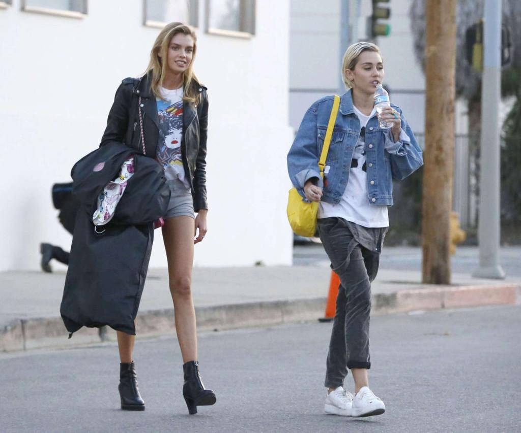 Stella Maxwell y Miley Cyrus