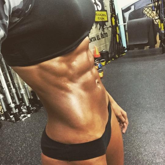 Las chicas del gimnasio nos enseñan los beneficios de hacer ejercicio