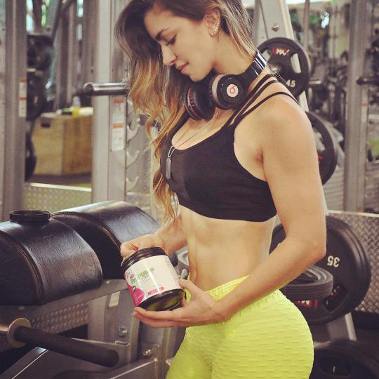 Más fotos de Anllela Sagra nuestra musa del gym