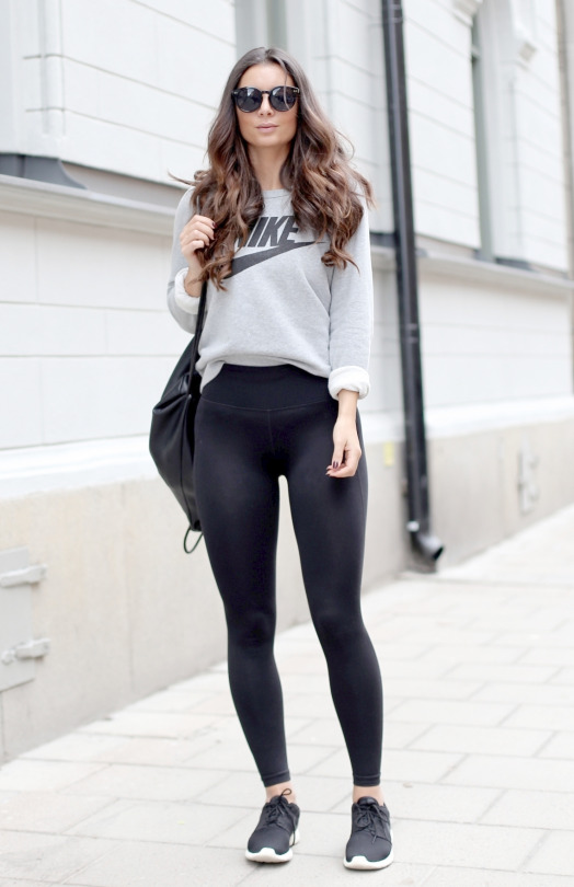 Más fotos de las chicas en Yoga Pants
