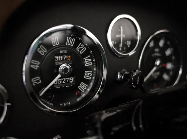 Impresionante clásico Aston Martin DB4GT Zagato 1969