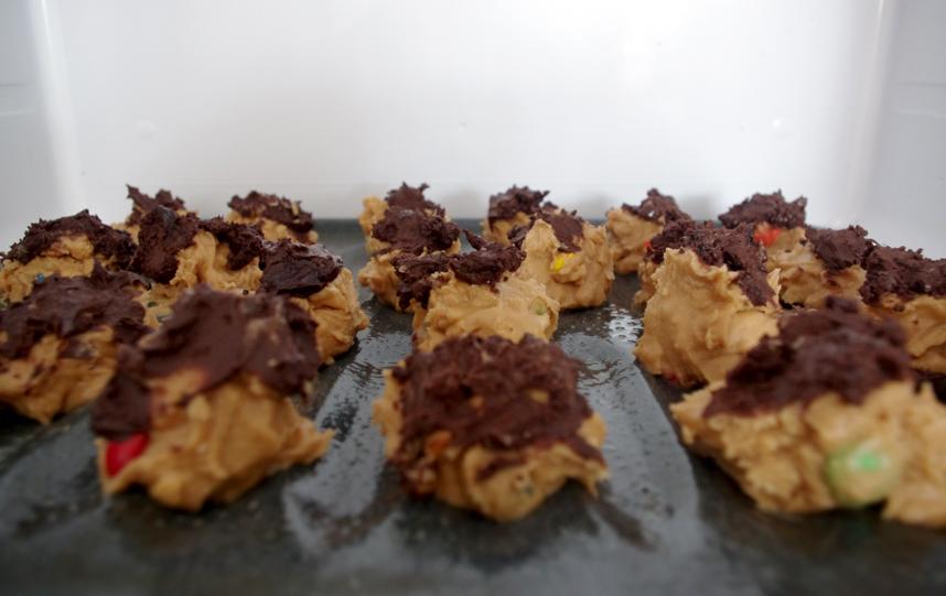 Delicioso postre de Crema de Cacahuate, M&M's y Chocolate