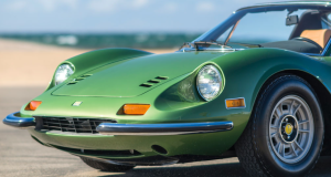 Verde y precioso Ferrari Dino 246 GTS de 1974