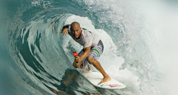 Kelly Slater surfeando la ola artificial más larga del mundo