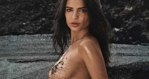 Video: Emily Ratajkowski en la playa
