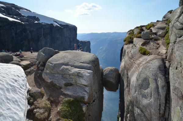 Paracaidismo desde la roca de Kjeragbolten