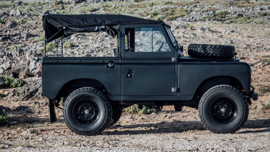 Land Rover Series 3 se ve mejor en negro mate