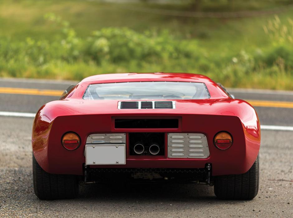 Clásico y poderoso FORD GT40 de 1966