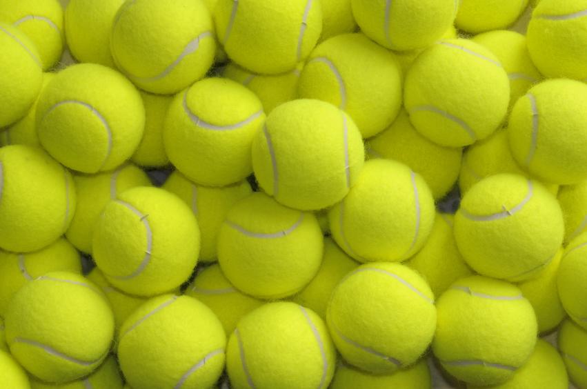 Hipnotizante video de como se hacen las pelotas de tenis