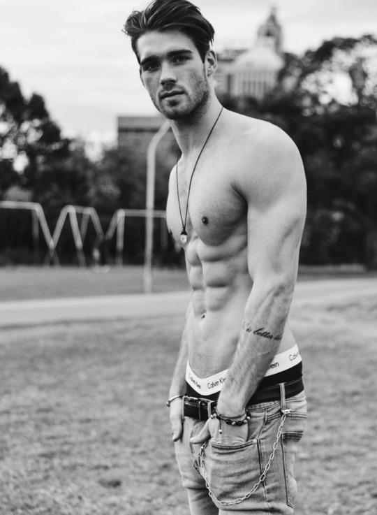 Jueves de hombres musculosos, delgados y sexys