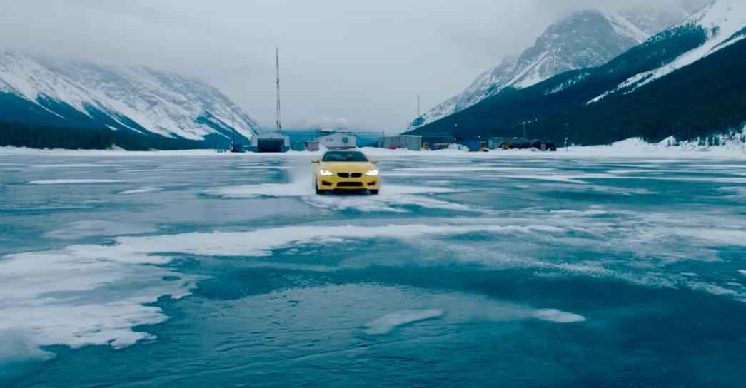 BMW M6 a toda velocidad en la tundra canadiense