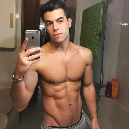 Fotos de hombres con músculos marcados y definidos