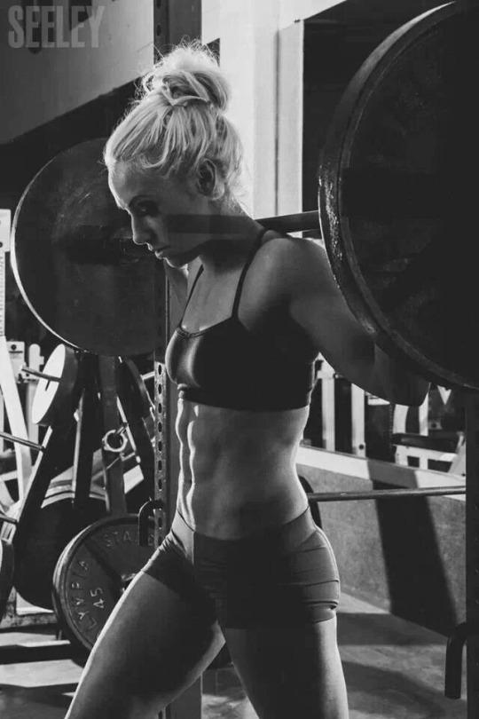 Motívate y llénate de energía con las mujeres más fit - Sentadillas