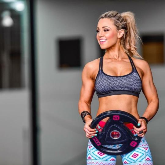 Motívate y llénate de energía con las mujeres más fit - Mujeres Pesas