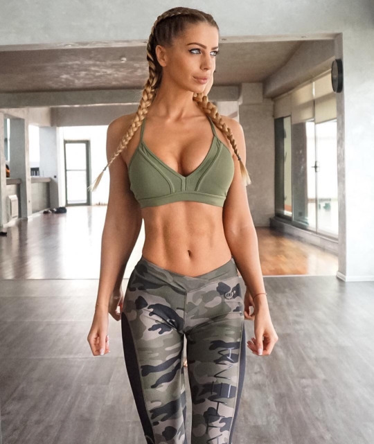 Motívate y llénate de energía con las mujeres más fit - Yoga Pants