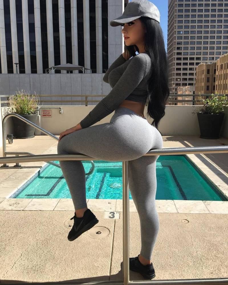 Las chicas más guapas del gimnasio están aquí - Yoga Pants