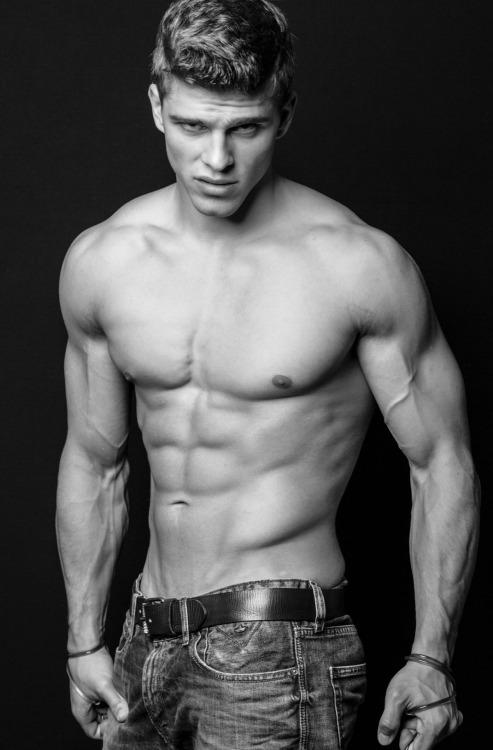 Los hombres fitness nos inspiran a entrenar más - Abs