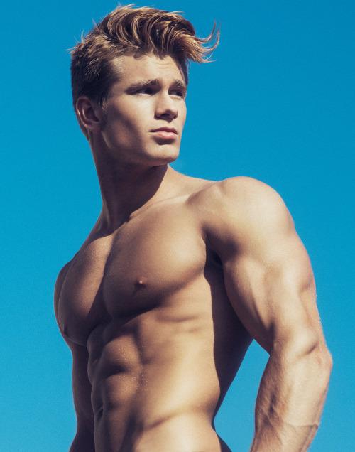 Los hombres fitness se ven así cuando entrenan duro - Sexy hombre