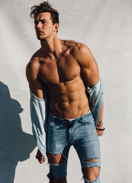 Los hombres fitness se ven así cuando entrenan duro - Sexy men