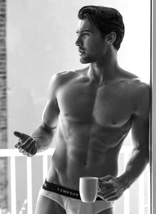 Los hombres fitness se ven así cuando entrenan duro - Café matutino