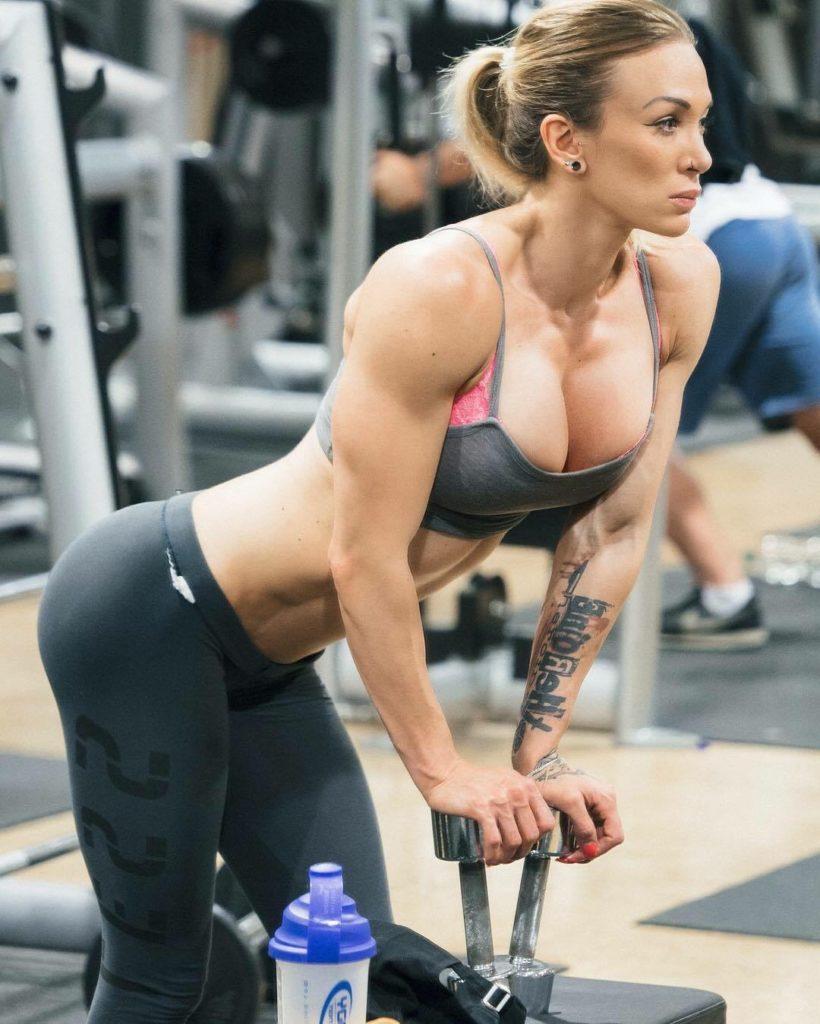 Ellas en verdad van al gym y se nota - Músculos y Pesas