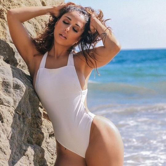 Nuevo e increíble random post para cerrar el viernes - Playa, Moda Mujer