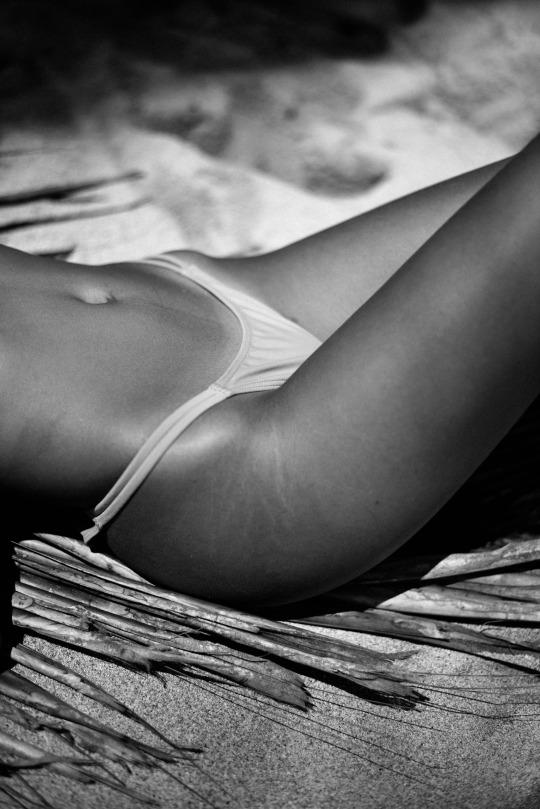 Random post edición de fin de semana largo - Bikini Blanco y Negro
